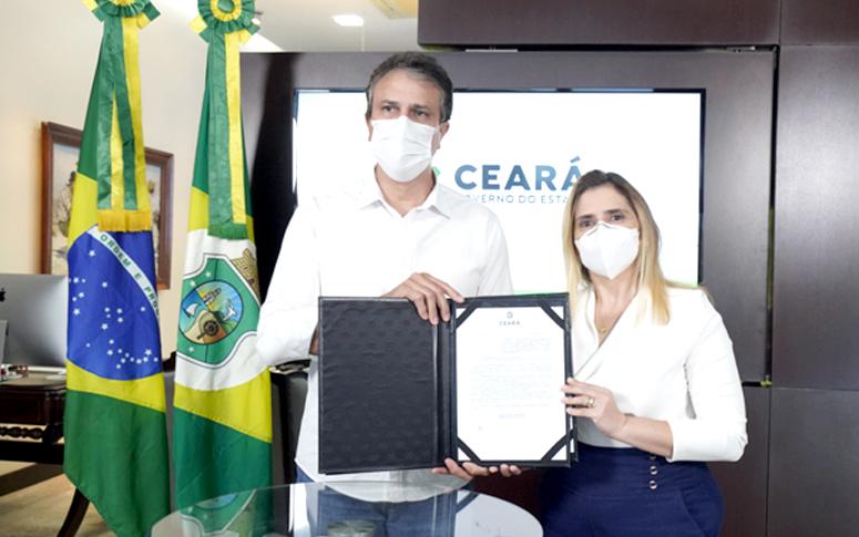 Governo do Ceará vai adquirir 28 mil notebooks para uso de professores da rede estadual